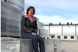 Toimitusjohtaja Heli Väliharjun mukaan laajennus turvaa yrityksen henkilöstön työllisyyden myös tulevaisuudessa.