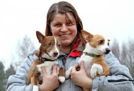 Kosken Seudun Koiraharrastajien puheenjohtaja Virpi Hahko toivoo, että Hopsu, Unelma ja muut seudun koirat saisivat tänä keväänä pitkään toivotun telmimispaikkansa.