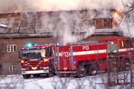 Navettarakennus syttyi tuleen torstaiaamulla noin puoli kuuden aikaan. Kuva: Simo Päivärinta
