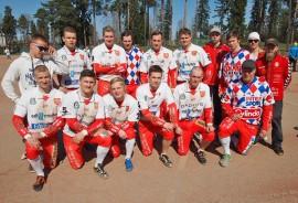 Pöytyän A-poikajoukkueen kausi alkoi mainiosti: joukkue kävi viime lauantaina nappaamassa aluemestaruushopeaa Loimaalla järjestetyistä Saviseudun kisoista. Olli-Pekka Pauna