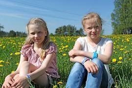 Tarvasjokelaisten Elsa Kullan ja Adelia Lindholm-Ventolan mukaan on hauskaa, että omia taitoa saa testata valtakunnallisessa kilpailussa.