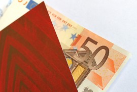 Jos ei tiedä, minkä pankin asiakas lahjan saaja on, on helpompaa antaa lahjaksi seteli kuin šekki.