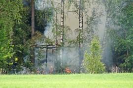Savusaunan palo olisi kuivemmalla kelillä saattanut sytyttää myös maastopalon. Kuva: Simo Päivärinta.