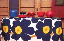 Kahvi-Aitasta löytyy kirkkaita värejä, suuria kuvioita ja muita 1970-luvun klassikkoja.