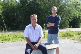 Kyrön Sähkön Timo ja Aleksi Siikarla uskovat taloustilanteen paranevan. Kuva: Kenneth Sundberg