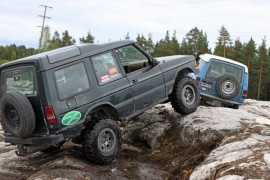 Nousee, nousee, hitaasti mutta varmasti. Juho Syvähuoko seuraa edellä ajavaa Antti Ahosta.