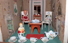 Prunkkalan poikettavassa on esillä muun muassa 1920-lukulaisen nukkekodin sisustusta ja elämänmenoa. Kuva: Kenneth Sundberg