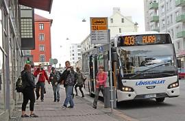 Aurasta kello 6.50 lähtevää aamubussia aikaistetaan talviaikatauluun kymmenellä minuutilla, jotta bussi ehtii Turkuun kello 7.45:ksi. Kuva on perjantailta, jolloin kyseinen vuoro saapui Turkuun aikataulussa.