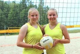 Vasta tänä vuonna beach volleyn pelaamisen aloittaneet Heidi Nevala ja Josefiina Nurmi taistelivat SM-pronssille. Kuva: Martti Nurmi