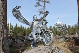 Sky Angel eli motoristien suojelusenkeli saa ylleen sinkkipinnan ja matkustaa sen jälkeen Tampereelle. Kuva: Asko Virtanen