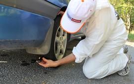 Rengasratsiassa mitataan autonrenkaiden urasyvyys. Laki vaatii 1,6 millimetriä, mutta turvasuositus vesikelillä on neljä millimetriä.