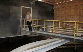 Oripään jätevedenpuhdistamoa ei ensi vuoden jälkeen enää tarvita, kun kunta liittyy siirtoviemäriin. Pekka Pajun mukaan viemäriverkkoon valuvat sadevedet kuormittavat tulva-aikoina puhdistamoa rankasti.