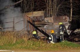 Torstai-illalla syttynyt kalustovaja paloi maan tasalle. Kuva: Simo Päivärinta