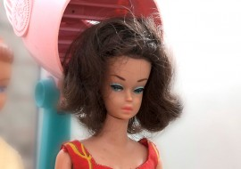 Riihikosken kirjastossa voi nyt tutustua Barbien sielunelämään. Kuva: Marika Koliseva