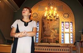 Symbolitutkija Liisa Väisänen löysi Tarvasjoen kirkosta vaikka mitä mielenkiintoista.