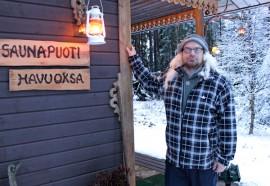 Mitä olisikaan saunapuoti ilman saunatonttua. Mika Jalon puodista löytyy vekotinta moneen vaivaan.
