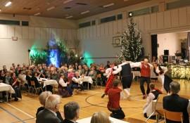 Tarvasjoen Nuorisoseura viihdytti yleisöä vauhdikkailla kansantanssiesityksillä. Myöhemmin illalla juhlakansaa tanssitti Aikalisä-orkesteri.