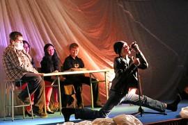 """Vain elämää -sarjan taipuisin artisti oli kuudesluokkalaisten parodiatulkinnan mukaan """"Papulanta""""-yhtyeestä."""