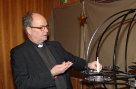 Riku Laukkasta ei enää nähdä kirkkoherrana Pöytyän kirkoissa. Ensi vuoden alussa hän aloittaa uusissa tehtävissään Loimaan kirkkoherrana.