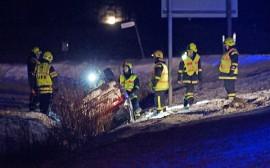 Henkilöauto suistui ojaan kymppitieltä Ollilassa. Kuva: Simo Päivärinta