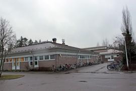 Riihikosken koulun tilat ovat taas jäämässä ahtaiksi. Kouluselvityksessä pohditaan, josko Riihikoskelle ja Kyröön perustettaisiin yhtenäiskoulu.