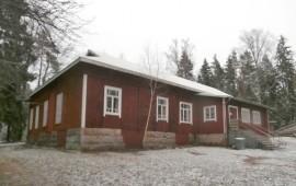 Vuonna 1912 työväentaloksi rakennettu Vuorilinna kunnostetaan perusteellisesti viidessä vuodessa. Kuva: Kari Kilkkilä