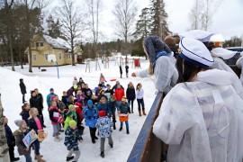 Karamellit kelpasivat Kyrön koululaisille. Kuva: Özkan Inhanli