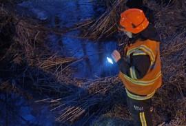 Öljyä karkasi Paimionjoen puroon Ollilassa tiistaina. Kuva: Simo Päivärinta