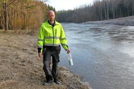 Andre Dahlbergin työkaveri löysi Käyrän vankilan kohdilla Aurajoesta pinnalle pulpahtaneen pullopostin.