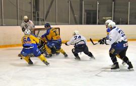 KK-V oli kovempi kotonaan ja löi Taru Hockeyn lukemin 5–4. Joukkueet kohtaavat uudestaan lauantaina. Kuva: Markku Pönni