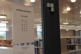 Kyrön ja Riihikosken kirjastot ovat nykyisin molemmat talvikaudella avoinna kuutena päivänä viikossa. Yläneellä aukiolopäiviä on neljä.