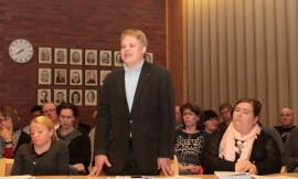 Kokoukseen Tauno Tuupan varajäsenenä osallistunut Jari Järvelä teki kokoomuksen valtuustoryhmän äänestyksessä voittaneen päätösesityksen.