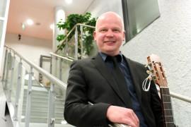 Musiikkiopistossa opettajana työskentelevä Ari-Pekka Haapanen toimii myös toimitusjohtajana ateriapalveluyrityksessä.
