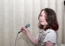 Lauluveijari-titteli on jo saatu ja kesällä Esmeralda laulaa Tangojuniori-kisan semifinaalissa.
