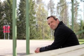 Paavo Kallion on tyytyväinen Kumilan kentän palvelutasoa parantaneisiin uudistuksiin.
