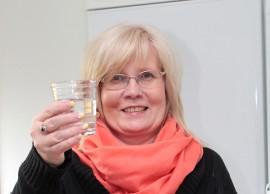 Ainut krapulan hoitoon sopiva kirkas juoma on vesi, Kirsi Kaasinen vakuuttaa.