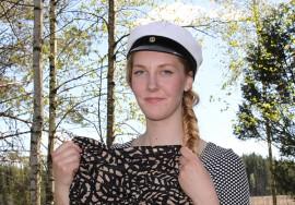 Erinomaisin arvosanoin ylioppilaaksi valmistuneen Mari Anttilan kesä kuluu Sieravuoressa siivoushommissa. Syksyllä edessä on toivottavasti historian tai uskonnon opinnot.