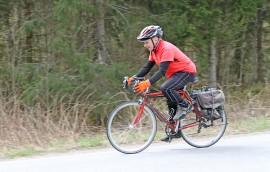 Parhaimmillaan Paavo Kiiski on pyöräillyt Pyhäjärven ympäri 19 kertaa peräkkäisinä päivinä.