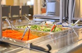 Hyvä kouluateria ei maksa paljon. Pöytyän kouluruokailussa elintarvikkeiden ateriakohtainen hinta on 95 senttiä. Kuva: Özkan Inhanli