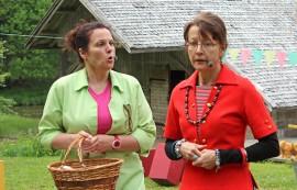 Hakuammuntaa rouva Sepponen on vahvojen naisten näytelmä. Parturi-kampaaja Maija Sepponen (Kaija Suominen) koettaa yhdistellä kuulemiaan tiedonmurusia ratkaistaakseen kylässä tapahtuneen murhan. Myös pankkineiti Eevi Niemi (Tarja Rantanen) sekaantuu tapahtumien kulkuun.