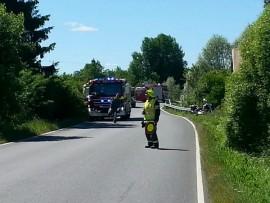 Mies törmäsi  moottoripyörällään sillankaiteeseen ja päätyi leveään ojaan. Kuva: Simo Päivärinta