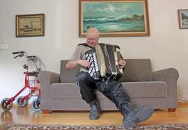 Haitarinsoitto on Pertille tärkeä harrastus, vaikkakin viime vuosina soittaminen onkin jäänyt vähemmälle.