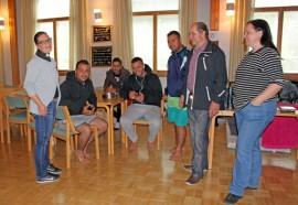 Tarvasjoen seurakuntatalo tarjosi yösijan kymmenelle turvapaikanhakijalle. Heidän seuranaan olivat seurakunnan työntekijät ja vapaaehtoiset.
