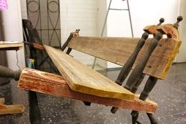 Kierrätys on kunniassa Forumin pop-up-kaupassa. Penkki on loihdittu rukin osista ja vanhoista laudoista.