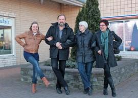 Heidi Ahlgren, Perttu Niemi, Leena Hakala ja Anneli Manninen ovat vain osa tapahtuman järjestäjistä, mutta Marrasriehassa yhteistyön koko porukan kanssa uskotaan sujuvan kuin tanssi. Kuva: Päivi Perkiö