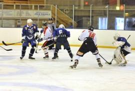Taru Hockeyn edustusjoukkue on kärsinyt tappiokierteestä. Kupari-Kiekko oli pitelemätön Tiileri-areenalla viime lauantaina. Taru Hockey kaatui lukemin 2–13. Kuva: Markku Pönni.
