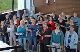 Pöytyän kirkkokuoro esittää konsertissa Karl Jenkinsin moniulotteisen teoksen Adiemus – Cantata Mundi.