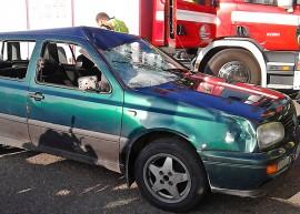 Kuljettaja selviytyi vammoitta mutta auto kärsi kovia Koskella sattuneessa hirvikolarissa. Kuva: Simo Päivärinta
