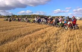 Lauantaina pellon pöllytykseen osallistui 70 enduron- ja motocrossin harrastajaa.