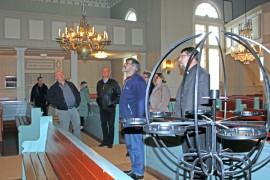 Seurakuntaliitosta valmisteleva ohjausryhmä tutustui viime viikolla Oripään kirkkoon sekä muihin seurakunnan tiloihin.